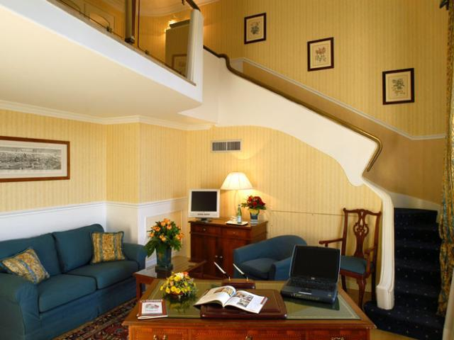 Plaza Hotel Lucchesi Italy Vacations